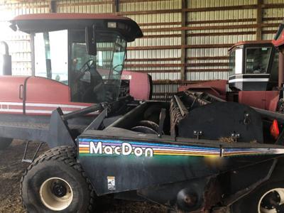 2001 MacDon 2950